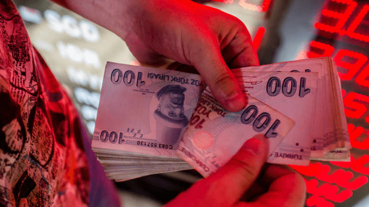Turkish Lira Crumbles on Central Bank Woes, Yen Gains