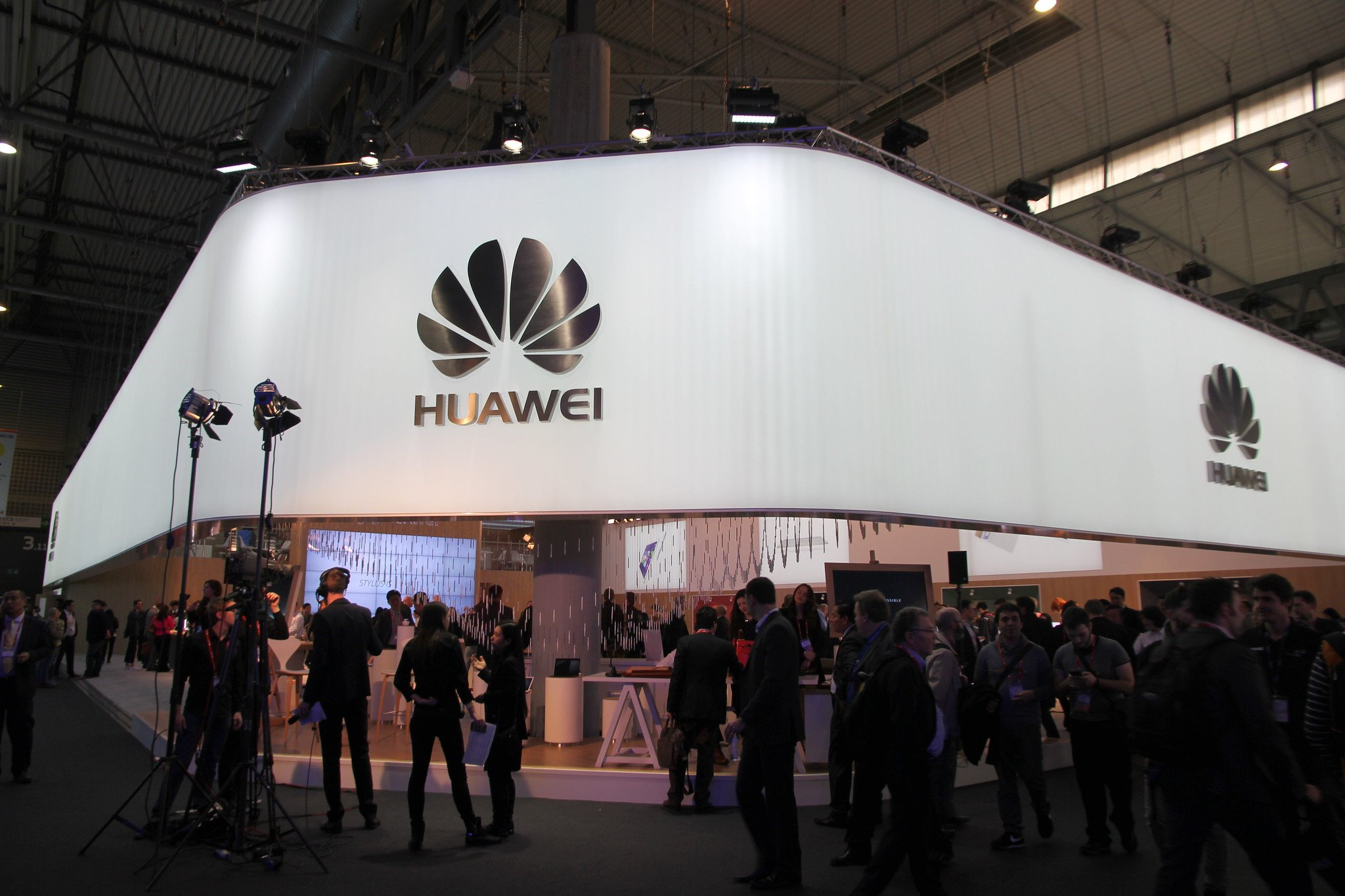 huawei to pay bonuses
