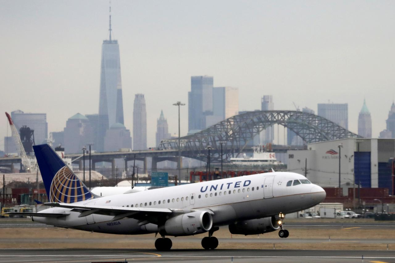 United Airlines Holdings shares decline