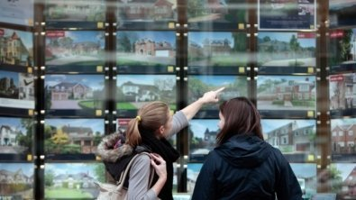 UK real property prices drop for second straight month