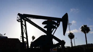 Oil Slightly Rebounds on Fears Suez Blockage may Last Weeks