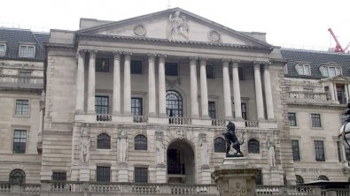 BoE points at UK weak outlook, pound recovers