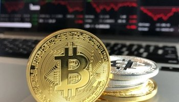 Bitcoin review: doubled transactions vs volatility