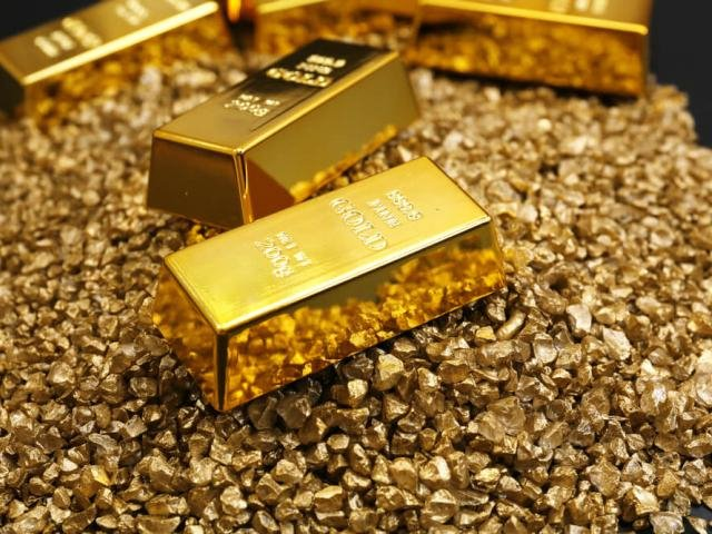 Gold searches for a fresh directional catalyst as bulls defend $1420