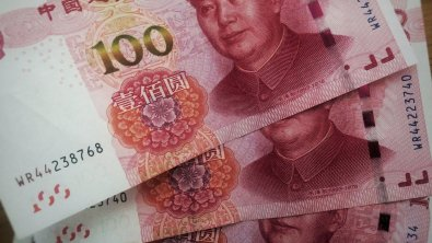 Chinese yuan slightly weakens on poor economic data