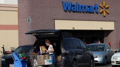 Walmart sees its shares soar 10% after report of ballooning internet sales