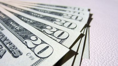 Dollar close to three-week top due growing yields