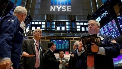 Stocks mixed up as income reports intrigue