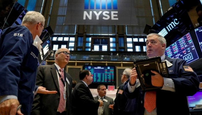 U.S. stocks dip at open due to retreat in tech sector