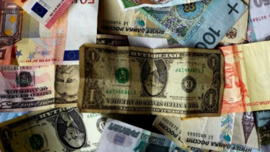 Dollar Hits Three-Month Lows Amid Fed Easing Speculation