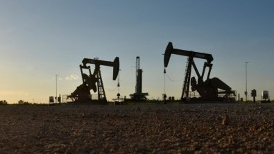 Oil vaults 1%, though set for weekly slide