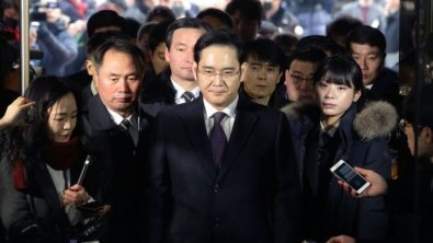 Seoul High Court reduces Samsung heir's five-year sentence