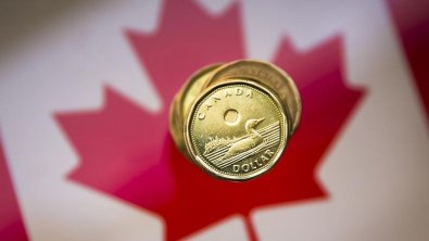 Canadian dollar rises, markets expect employment data