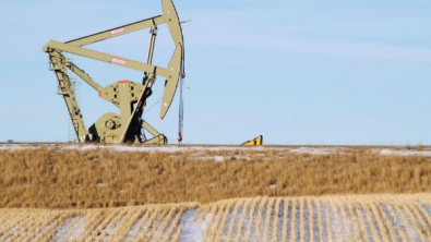 Oil Prices Mixed on Storm-Driven Output Cuts