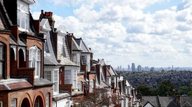 UK property prices go down £5,000, with steepest falls in London