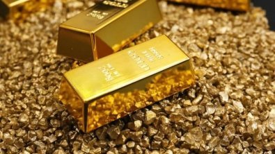Gold struggles to shine as Dollar firms