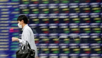 Asian stocks touch six-month lows as trade concerns weigh