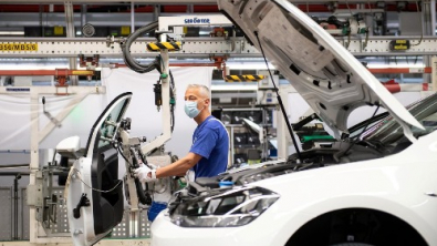 German Industrial Output Rallies, Firms See Brighter Outlook