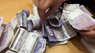 Sterling Surges; Investors Eye Month-End for Trade Deal