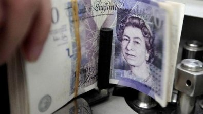 British pound slips in runup to Brexit symbolic voting