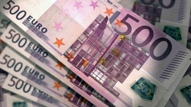 Euro recovers on Monday, but still out on limb