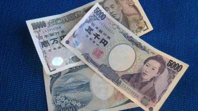 Yen extends its solid footing