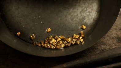 Gold pressure increases, but prices retain
